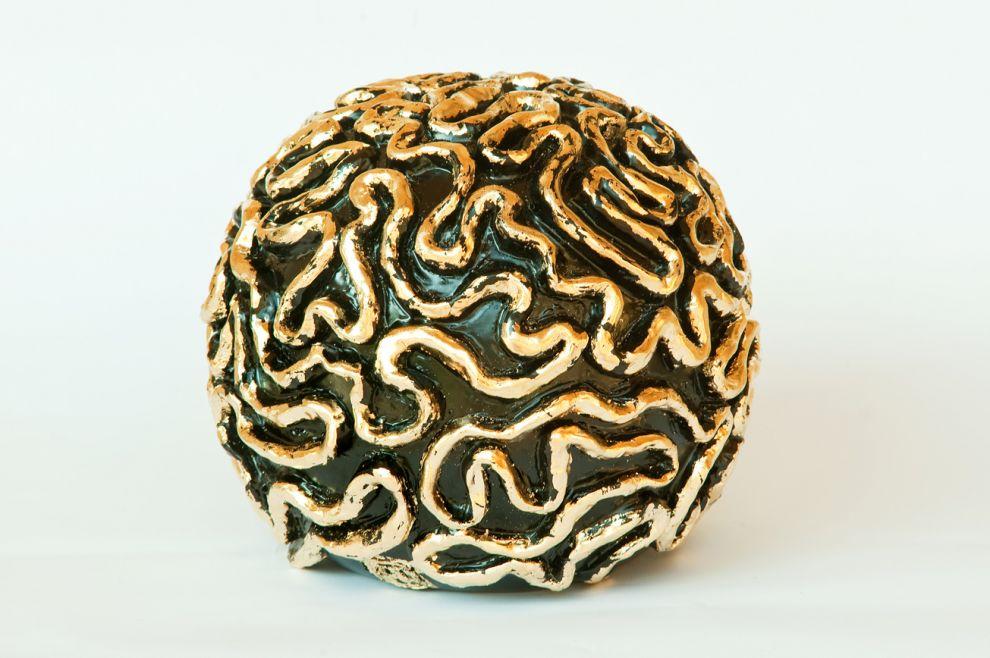 """21 """"I meandri della mente"""" - 2017, dimensioni Ø 25 cm, foglia oro su ceramica smalt"""